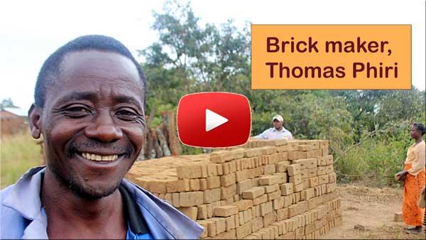 Video Thomas Phiri, brick maker