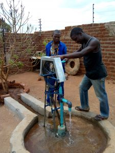 Gideon Install a pump at Peter Mwansa